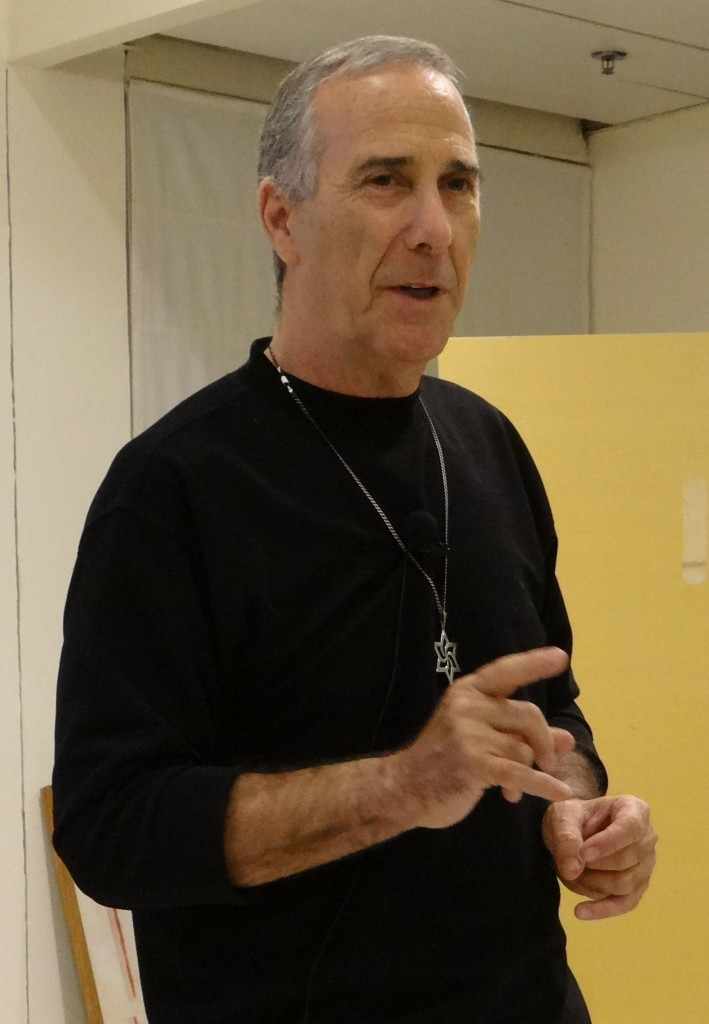 Kobi Drori lecturing at a Raëlian meeting in Tel Aviv.